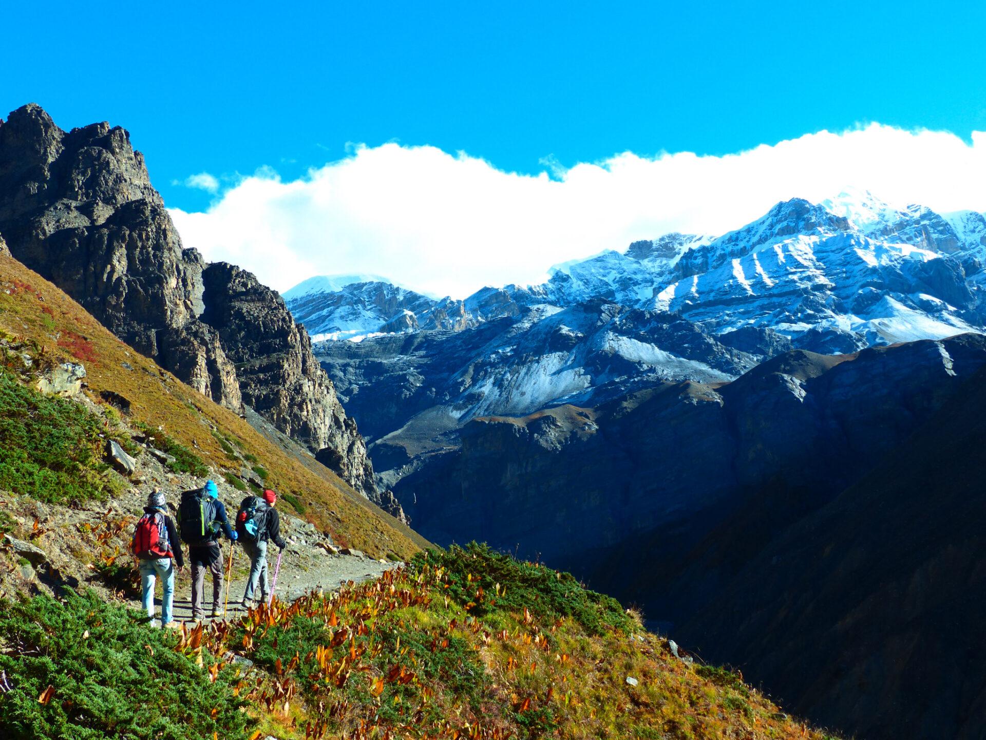 Randonneurs sur le tour du trek des Annapurnas